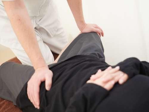 股関節の施術